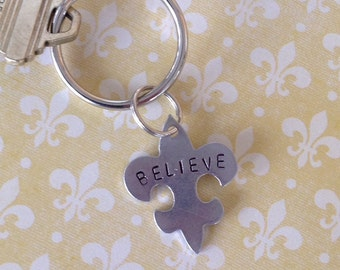 Key ring, personalized fleur de lis  shaped tag.... New Orleans wedding favor... Groomsmen gift