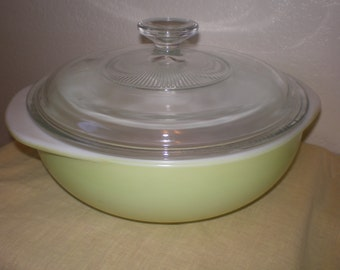 Vintage Lime Green Pyrex 2 Qt  Casserole Dish With Lid** Epsteam