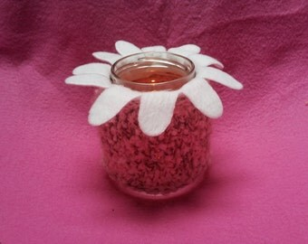 Pink knitted candle holder with white flower