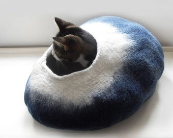 Larger size Midnight Moon Cat Bed Cave House Cocoon Felted Wool FREE Ball