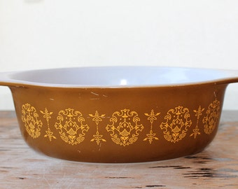 """Pyrex """"Regency"""" promotional oval casserole, 1.5 quart"""