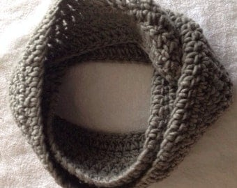 Handmade Crochet Infinity Wool Scarf (5 Colors Available)