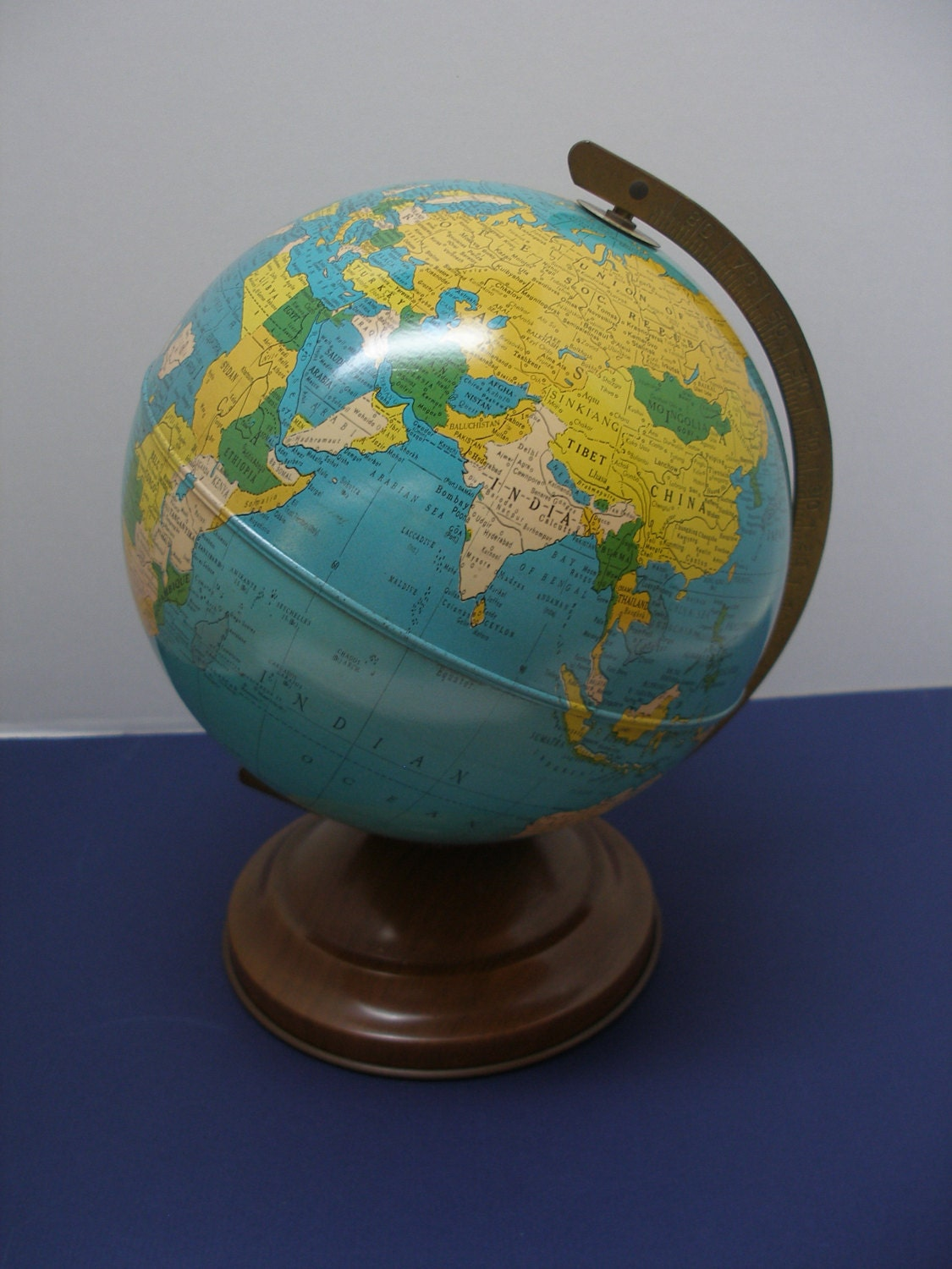 globe dating replogle Quirky collections: vintage tin globe banks  there are websites that can help with dating globes omniterrum and replogle globes are two that i've used.