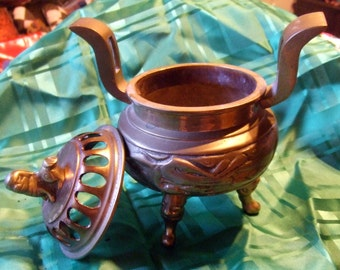 "Vintage Brass Smudge Pot Incense Pot with Foo Dog on lid  7"" tall X 5"" widest point (pot only) 7"" handle tip to tip"