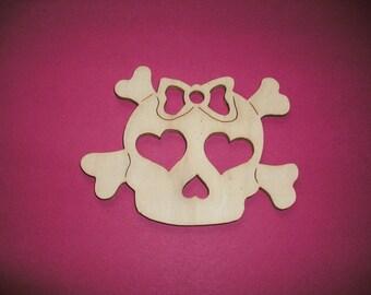 1 skull, wood, 10 x 7.5 cm (19-0001B)