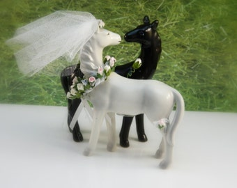Bride / Groom / Horse Cake Topper / Wedding / Farm / Outdoors / Theme / Decoration / Riders