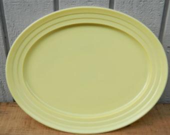 Vintage 1940s Hazel-Atlas Moderntone Platonite / Oval Platter in Yellow