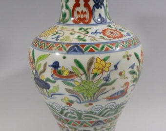P025 Antique Chinese Wucai Porcelain Vase  15 inches high