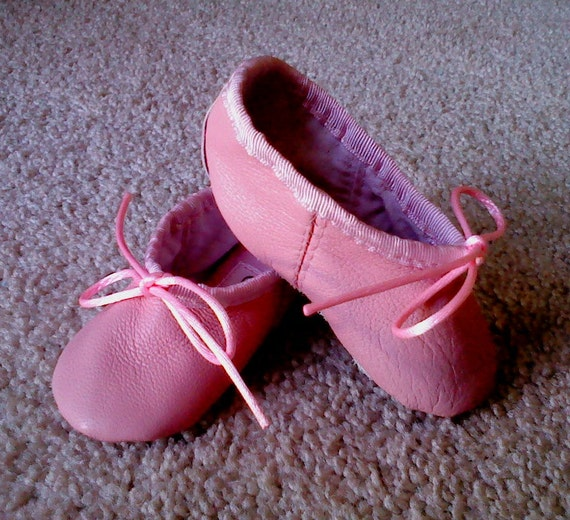 You searched for: baby ballet slippers! Etsy is the home to thousands of handmade, vintage, and one-of-a-kind products and gifts related to your search. No matter what you're looking for or where you are in the world, our global marketplace of sellers can help you .