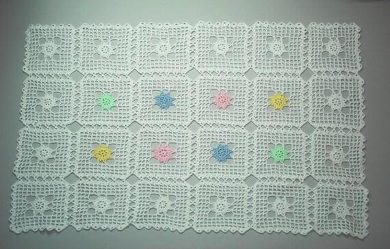 Napperon Crochet Blanc Chemin De Table Avec Fleurs Pastel