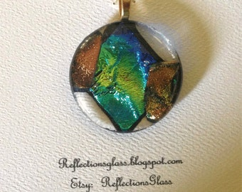 Pendant made of fused dichroic glass. (pend2)