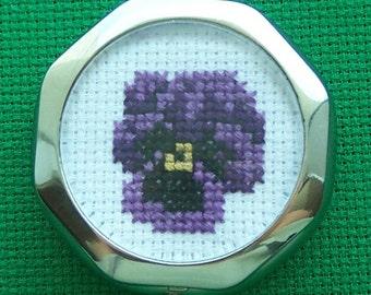 Pillbox with Cross-stitch Design: Pansy (purple)