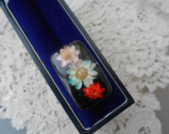 Lucite ring with flowers 1950
