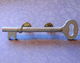Silver Tone Steampunk Inspired Vintage Skeleton Key Pin