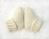 Newborn baby socks, cream baby booties, handknit warm socks, NON wool christening booties, stay-on socks, newborn, 3-6 month, 6-12 month