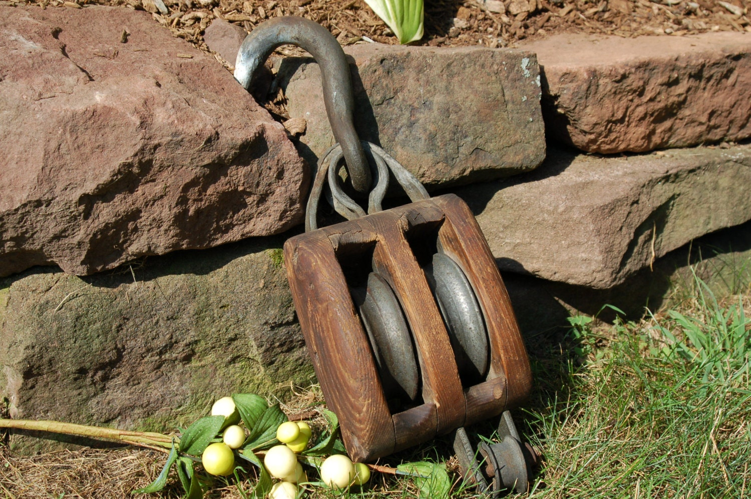Antique pulley barn pulley double rope pulley farm tool for Uses for old pulleys