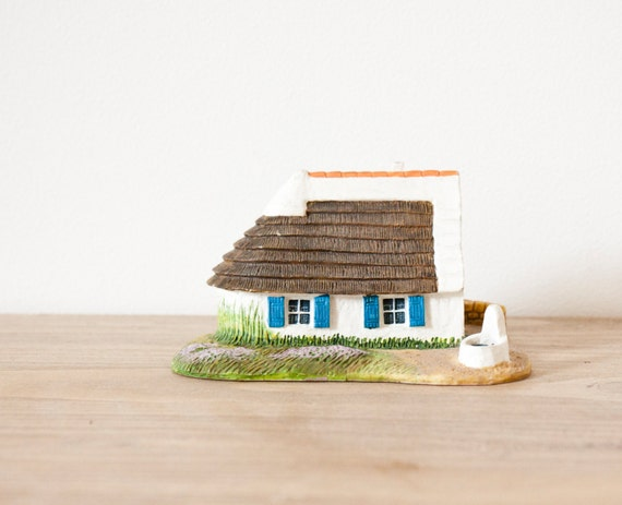 Miniature french breton cottage house - traditionnal french little house - architectural model collectable miniature train