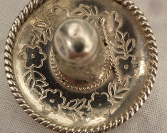 Vintage Pretty Silver Sombrero Brooch/Pin