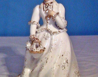 Vintage Figurine Collectible - Victorian Colonial Woman Parasol - Geo Z. LEFTON KW1570 1950s - Hand Painted 24k Gold Guild