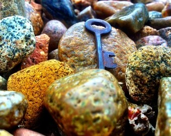 Antique Key Free Shipping To USA)