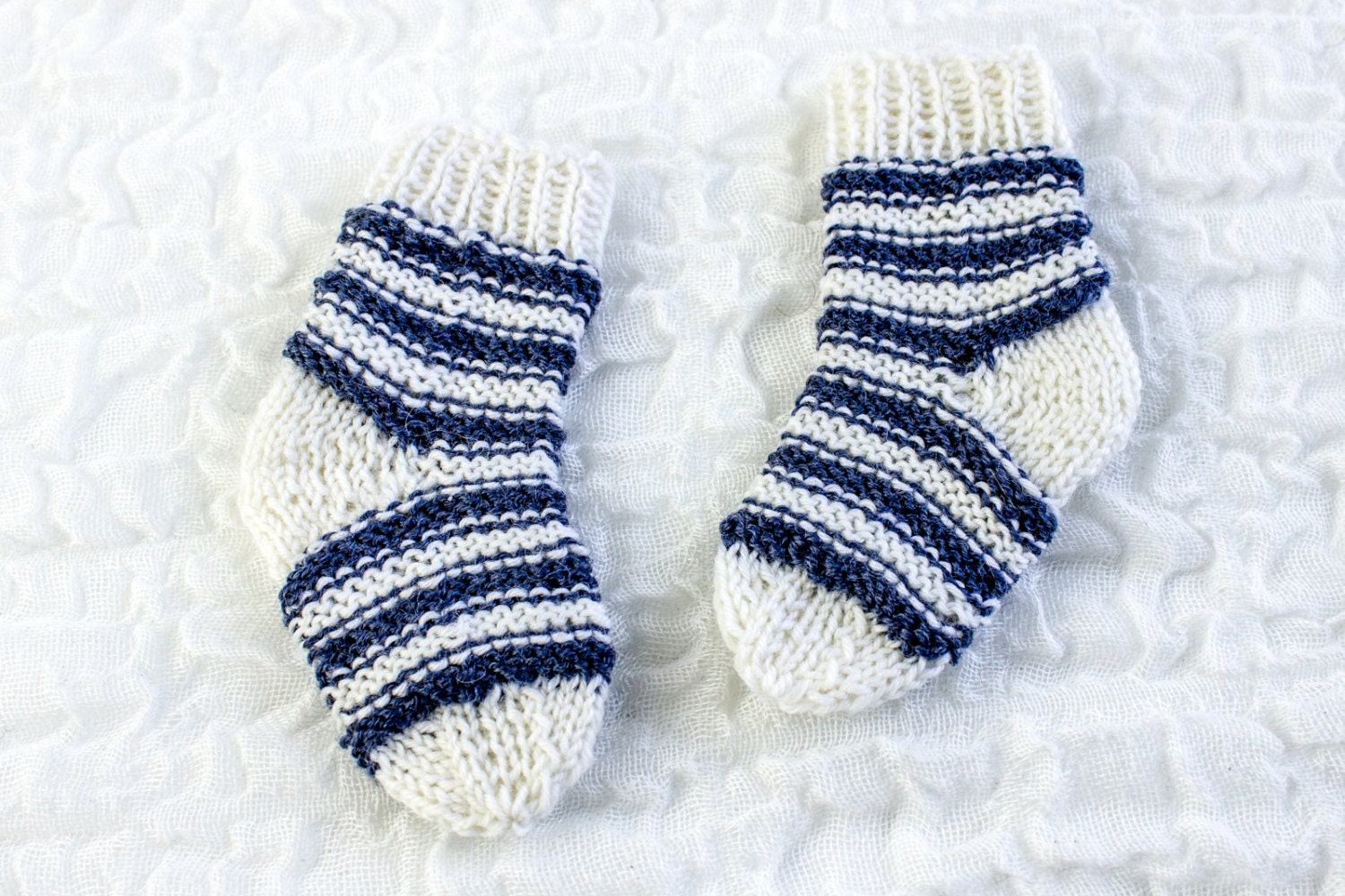 Knitting Pattern Baby Tights : KNITTING PATTERN Classic Striped Socks Newborn Baby Socks