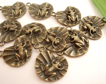10 x Frog on Lily Pad Charms Pendants Findings 21mm x 15mm Antique Bronze, Craft Supplies, UK Seller (CPX7004a)