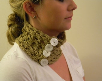 Crochet Neck-warmer with 4 buttons