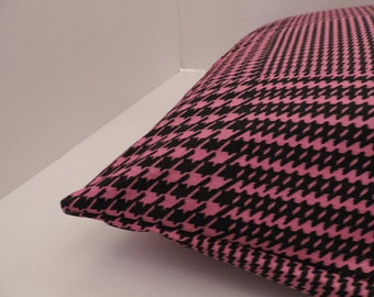 """1 small  houndstooth print pet bed cover Dog Duvet fits 1 standard sz pillow (19x25"""") Black Hot Pink"""