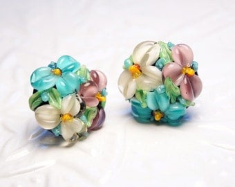 Rosy, turquoise & white flowers lampwork studs, glass flower earrings, floral earrings, nature earrings, blossom earrings, lampwork earrings
