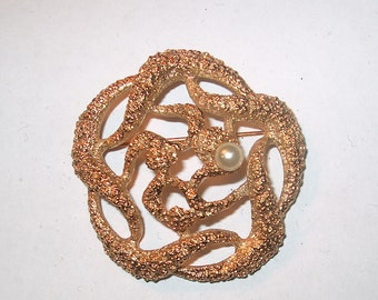 Vintage Costume Jewelry Goldtone & Pearl Brooch Pin, WAS 15.00 - 50% = 7.50