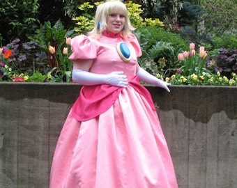 Nintendo Princess Peach Cosplay Costume
