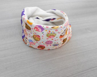 Scarf loop for children with muffins