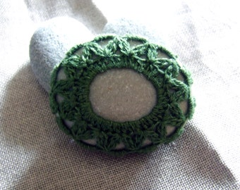 Green stone: rock marine decorated with linen yarn crochet olive green P057