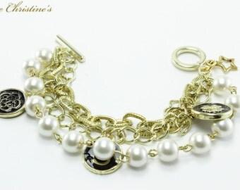 Jada - Golden Chains, Black Enamel Findings, and Clover Pearl Bracelet, 183mm, 7.20 inches long, 28g -BCX050143