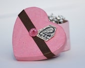 Sweetheart decorated box. Heart shaped paper mâché gift box, storage, trinket or jewellery box in pink and chocolate brown.