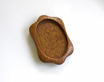 Stylized fine finished hardwood bezel setting - Mahogany - (K1-M) - 32 x 45 mm cavity