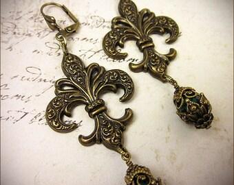Fleur Earrings, Emerald Green, Fleur de Lys, Renaissance Earrings, Fleur de Lis, Medieval Jewelry, Victorian Earrings, Gothic, Garb, Fleur