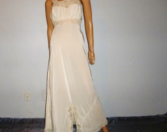 Vintage 30's - Ivory - Empire Waist - Bias cut - Embellished - Lace - Nightgown - by Vendome - marked size 34