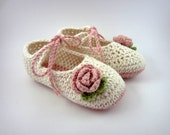 Cream and Pink Crochet Baby Booties - knit baby booties, baby girl shoes, girl booties, baby girl flower booties