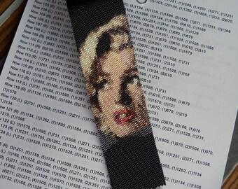 Marilyn Monroe Sitting Bracelet Pattern - Peyote Pattern