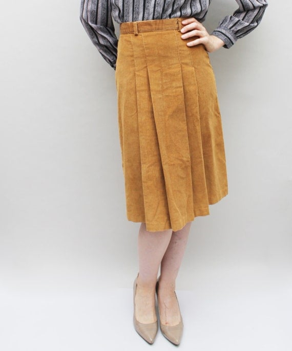 "70s Vintage Pleat Front Corduroy Skirt in Tan - SMALL 26"" waist"