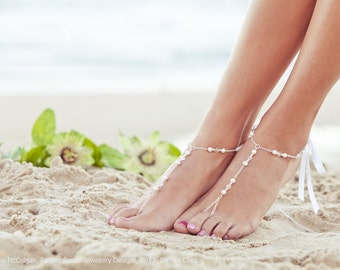 Pearl foot jewelry, bridal barefoot sandal, beaded feet jewelry, soleless sandals, beach wedding shoe, sandals, bridal anklet. GEORGIA White