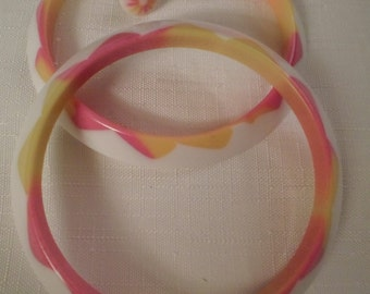 LUCITE JEWELRY SET / Bangles / Bracelets / Pierced Earrings / Pink Moire / Striped / Layered / Laminated / Injected / Best Plastics / Lot