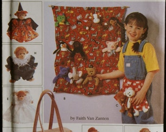 Simplicity 0657 Tote Organizers, Apron, Sleeping Bag & Clothes for Bean Bag Animals Sewing Pattern