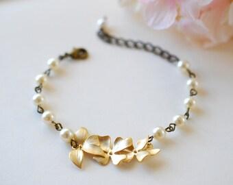 Cream Ivory Pearls Gold Orchids Bracelet. Vintage Inspired Wedding Jewelry, Bridal Bracelet, Bridesmaid Gift, Adjustable