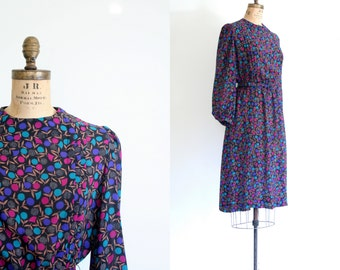 20 DOLLAR SALE! // graphic floral print secretary dress /  vintage 80s silky dress - secretary dress / 80s graphic print dress