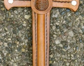 Dagger w/ Celtic Knot Emblem - Handmade Leather