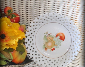 Lattice Lace Bowl Vintage Fruit Pattern in Center Serving Piece Porcelain Dinnerware Wall Hanging