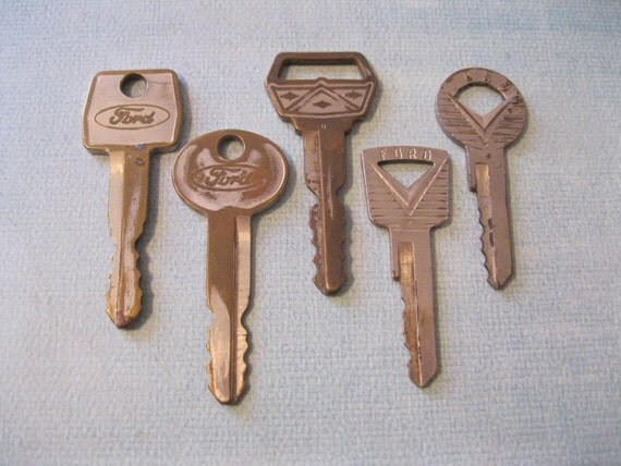 Vintage Lot of Ford Lincoln Mercury Keys Destash