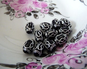 Plastic beads, black, silver, pattern, lucite, vintage, oval, unusual, 12 mm x 7 mm,